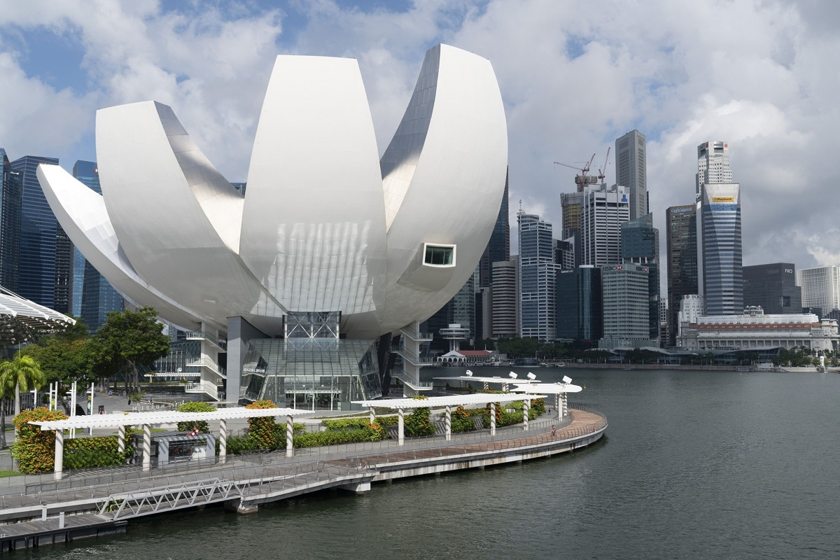 Singapore looks to widen range of visitors as tourism wanes