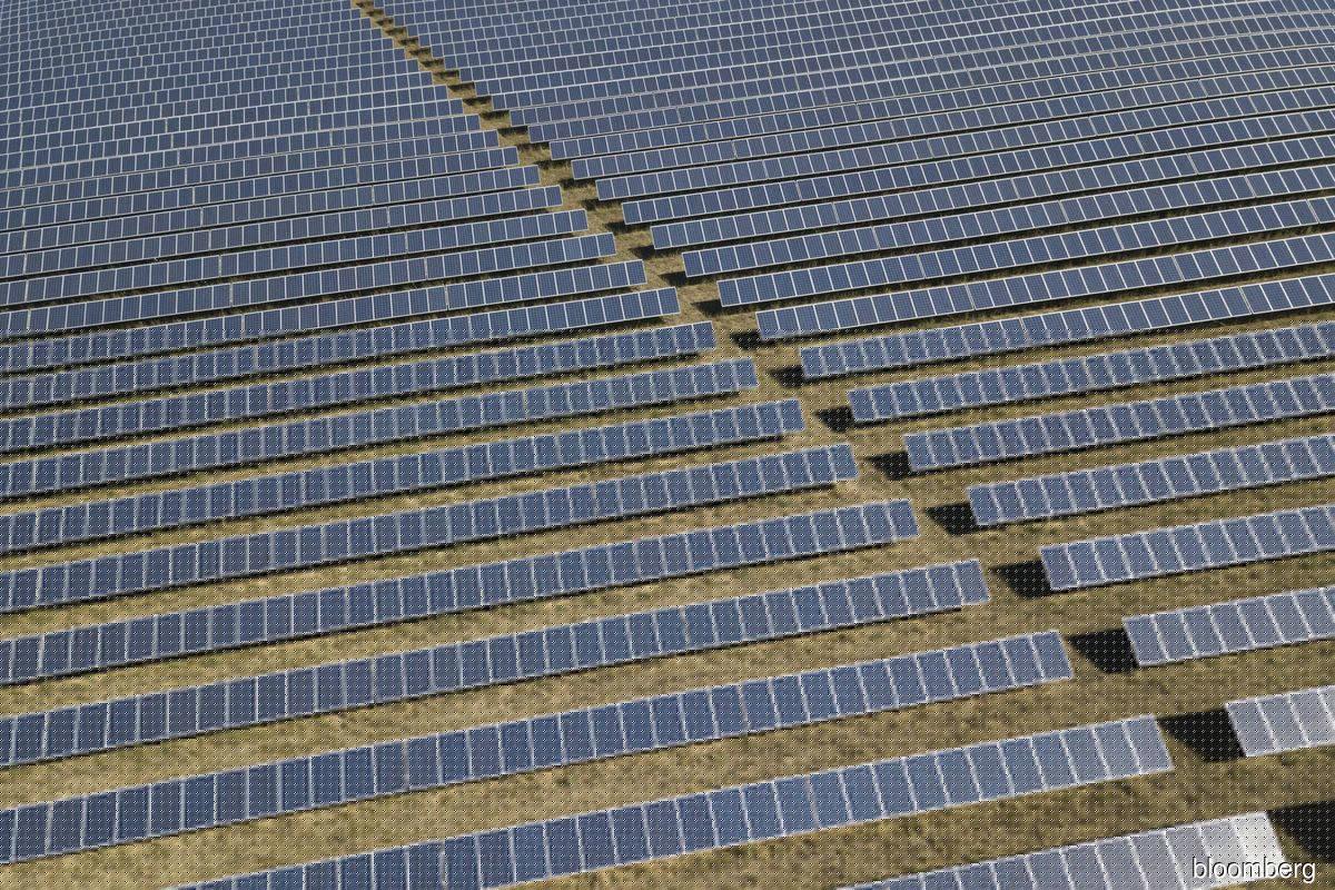 Saudis plan major solar development in bid to cut emissions