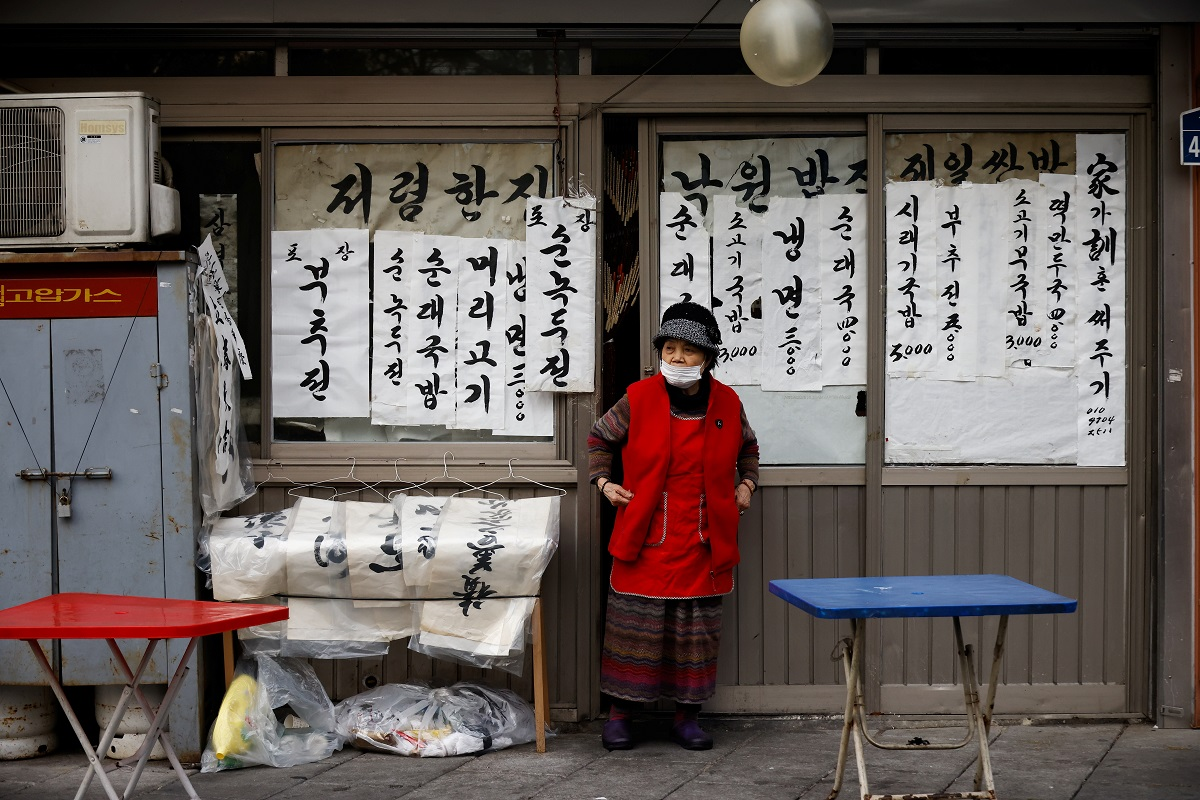 A restaurant owner waits for a customer amid the Covid-19 pandemic in Seoul, South Korea, Nov 25, 2020. (Photo by Reuters)