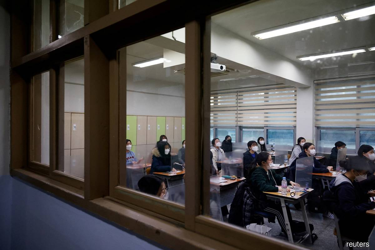 South Korea orders schools to shut as Covid-19 cases spike
