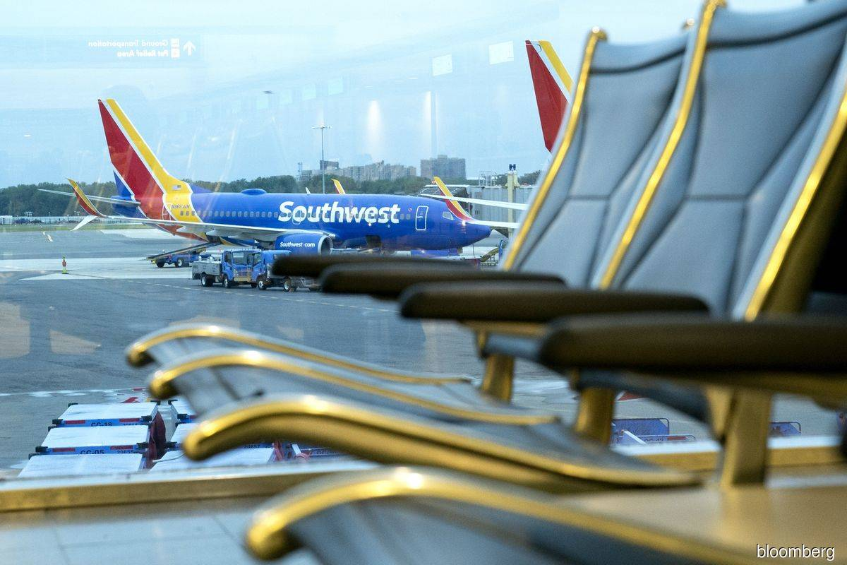 Southwest cancels 28% of flights, blames controllers, storms