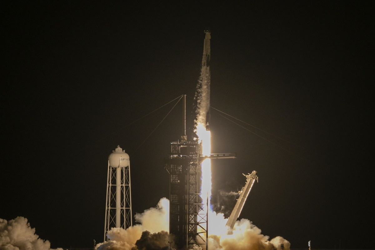 SpaceX sends civilians into space on first private flight