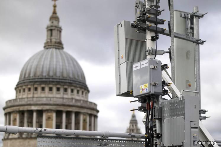 Boris Johnson Walks Huawei Tightrope as U.K. Sets Up Clash With Trump