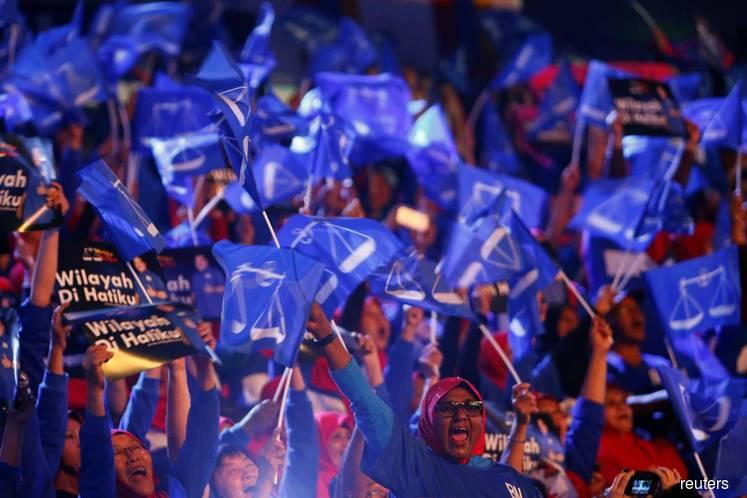 Ahead of Malaysian polls, bots flood Twitter with pro-government messages