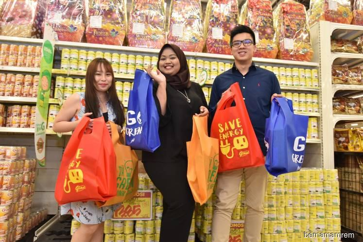 Malaysian households earning less than RM2,000 spend 94.8% of their income on daily essentials