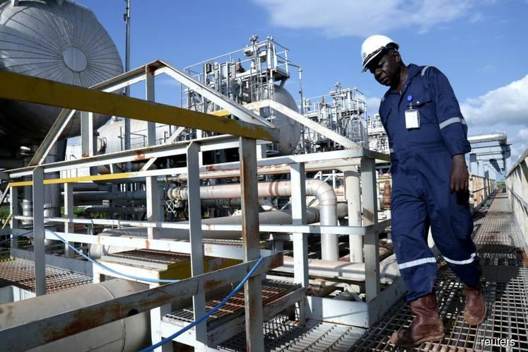 Oil prices fall on emerging market woes, looming tariff deadline