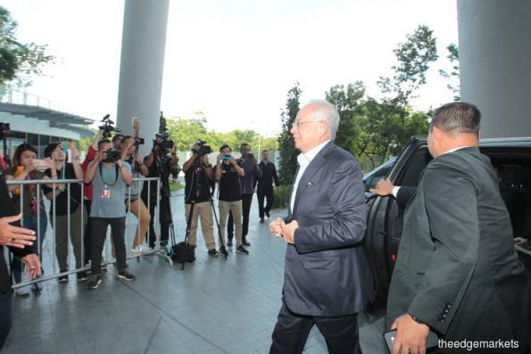 纳吉抵达反贪会总部 就1MDB-IPIC交易供证