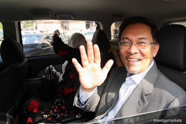 Anwar Reassures Malays Who Fear They May Lose Racial Advantage
