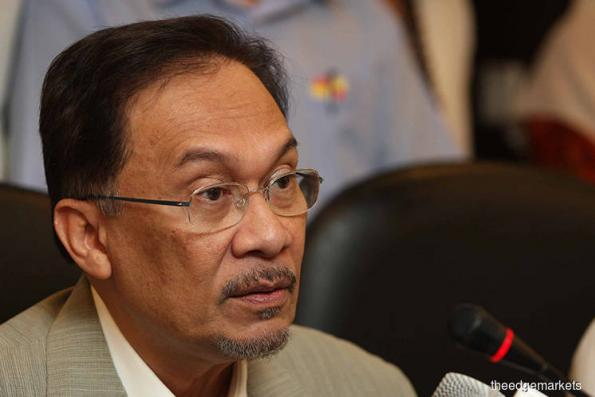 In race to parliament, Anwar faces down critics