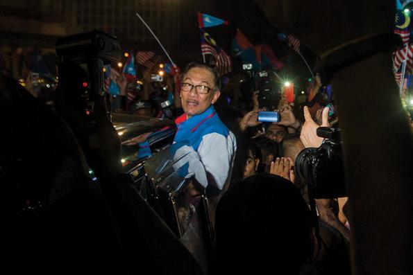 WCEF confers Leadership Award on Anwar, Lim Kit Siang
