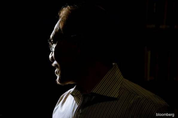 Ousted Najib must face Malaysia justice, ex-prisoner Anwar says