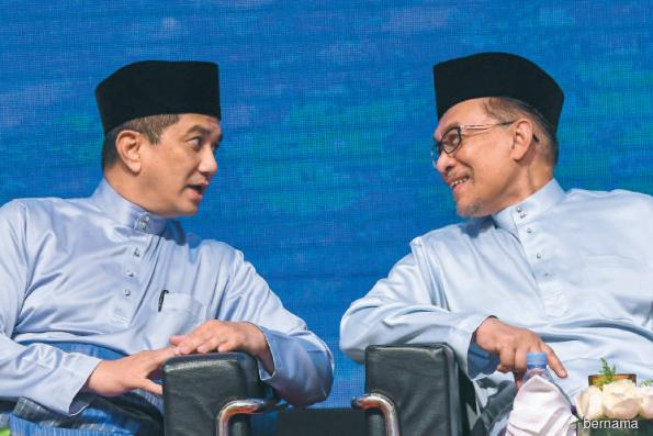 Politics and Policy: The worsening Anwar-Azmin rift