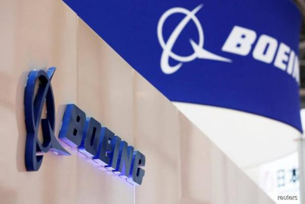 Boeing signs nearly US$1b of services deals, eyes US$50b target