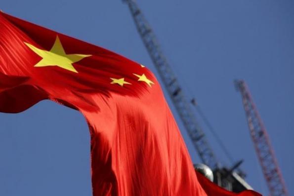 China's top bank regulator endorses reform of finance industry