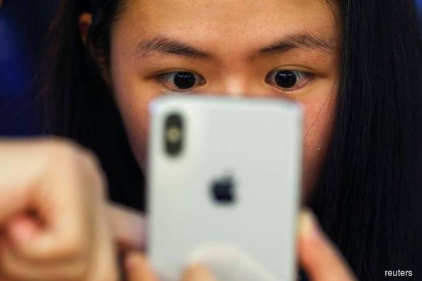 Chinese telecom investors have rare reason to cheer