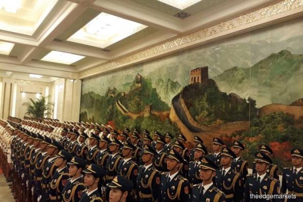 中国在人民大会堂为敦马铺设红地毯