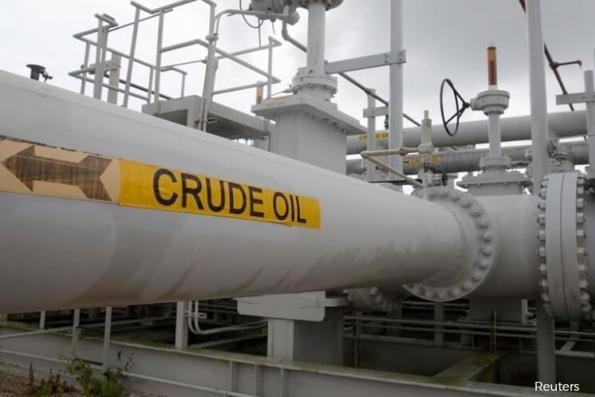 Oil prices flat, heading for biggest H1 fall since 1990s