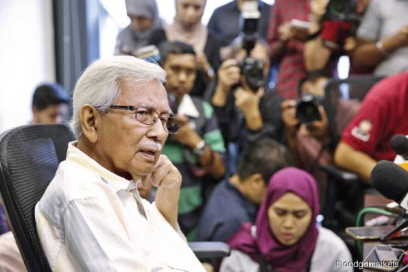 Moles in govt bodies helping Jho Low evade arrest, says Daim
