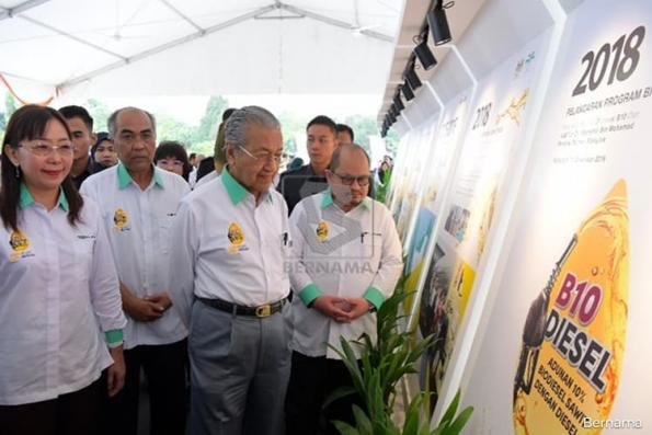 Dr Mahathir : Malaysia moves towards greener diesel