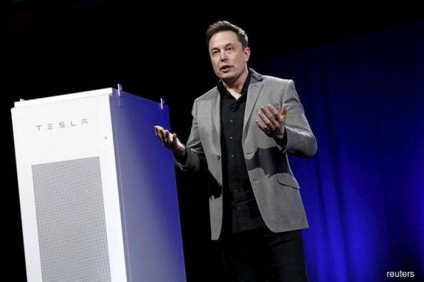 Tesla faces angry Wall Street as CEO Musk snubs analysts on call