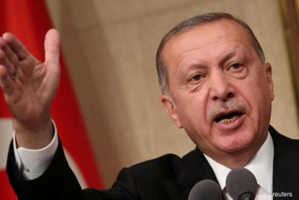 Erdogan says Turkey will boycott US electronics, lira steadies
