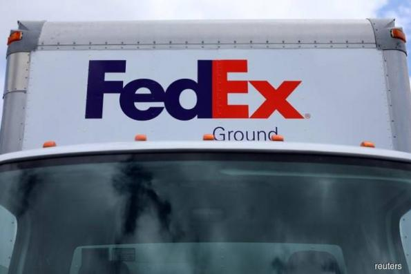 FedEx jolts Wall Street with surprise exit of Fred Smith deputy