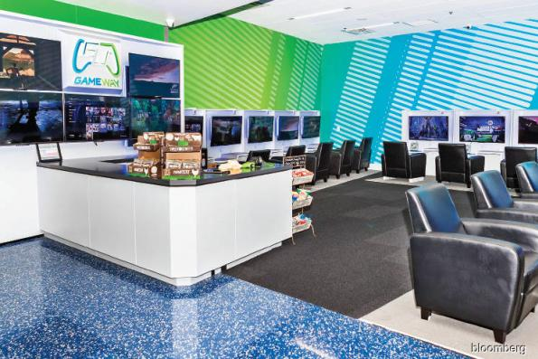 Airports open VR lounges for angry travellers