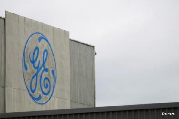 GE profit falls 59%; cash flow up in quarter