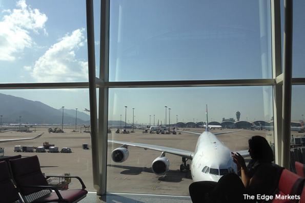 Hong Kong airport closes one runway as China Eastern plane skids
