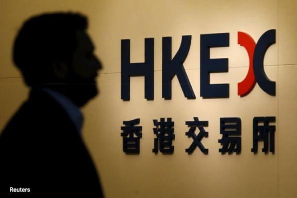 HK stocks rise to near 10-yr high; financials up, but Macau casinos stumble