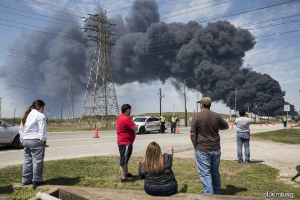 Houston chemical blaze extinguished as smoke shuts schools