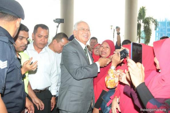 Najib arrives at court for case transfer application