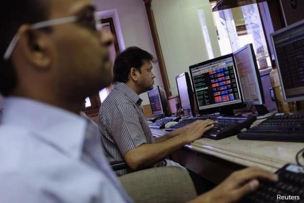 India software shares gain on earnings outlook