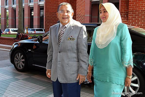 Isa, wife arrive at MACC Putrajaya to give statements