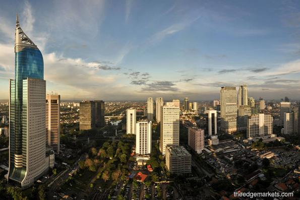 Indonesia posts record trade gap in 2018, Dec exports sink