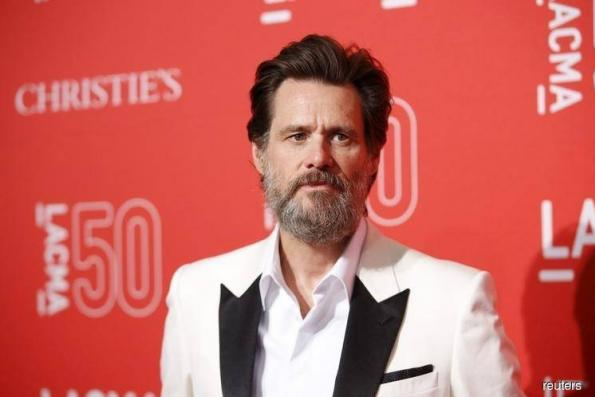 Comedian Jim Carrey urges people to delete their Facebook accounts and dump the stock