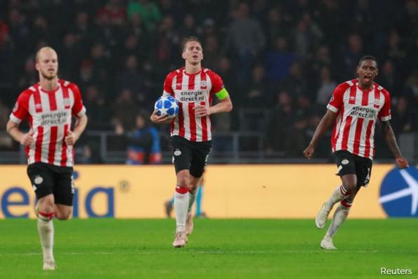 Lloris sent off as Tottenham held to draw at PSV
