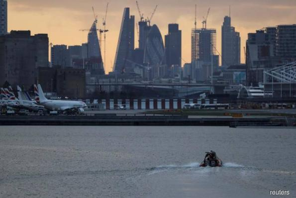 London City Airport reopens after WW2 bomb removed from Thames