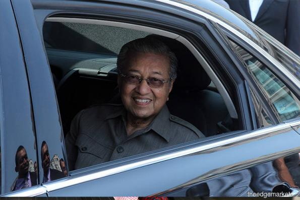 Dr Mahathir arrives in Johor Baru for audience with Sultan Ibrahim