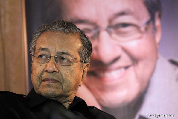 Dr Mahathir addresses Malaysia Prime Minister's Department staff