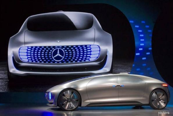 Autonomous car race narrows on doubts about clear path to profit