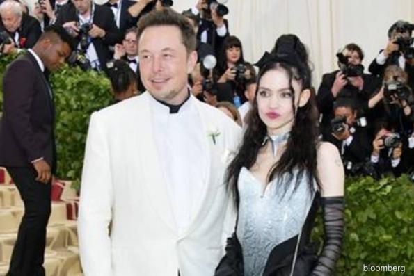 Musk isn't keen on investors dragging girlfriend into tweet suit