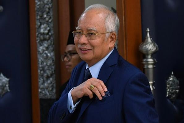 Najib questions why UMNO MPs are deserting party