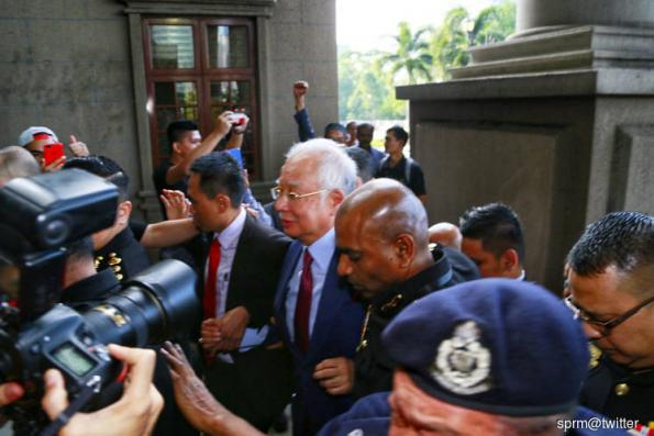 Judge in Najib's case should recuse himself, say lawyers