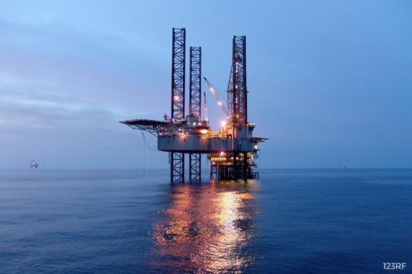 Oil prices narrowly higher as producers meet on output pact