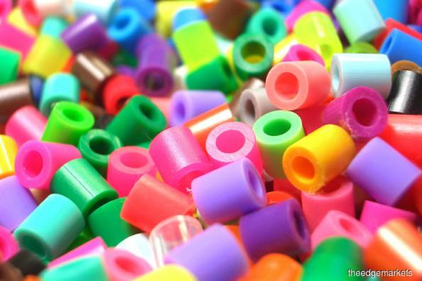 Hurt by higher raw material costs, plastic packaging makers look for resin relief
