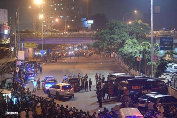 Indonesia makes arrests as Islamic State claims Jakarta attacks