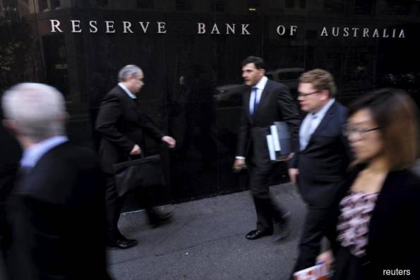 Australia c.bank maps steady rate path, wary on mortgage debt