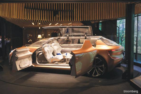 Cars: Renault strikes magazine deal for robo-car passengers
