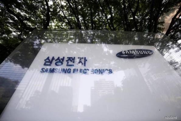 Samsung Elec flags first profit drop in two years on weak chip demand